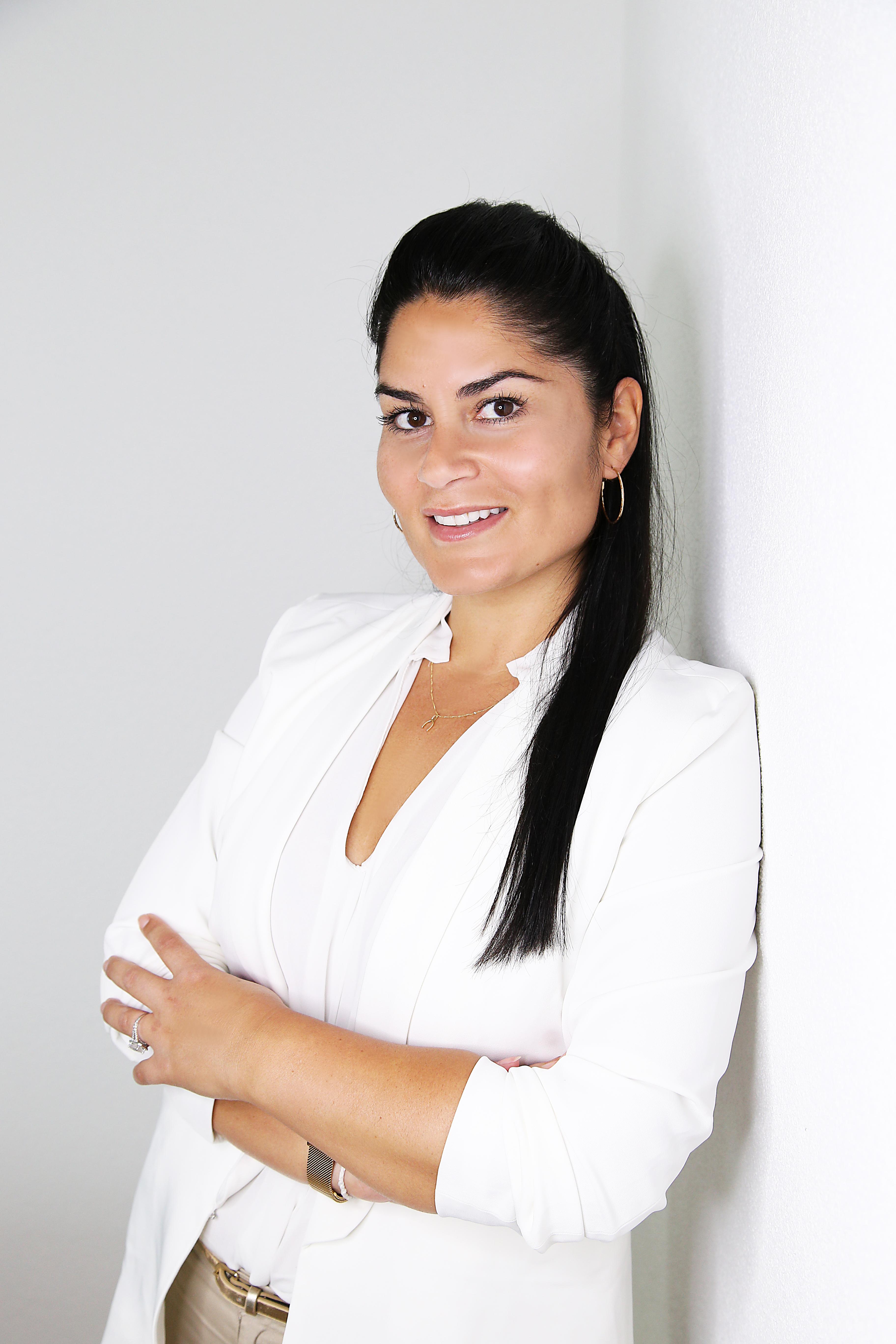 "Gabriella Hanna<br /><a href=""http://www.bellas-kosmetik.de/cpt_team/gabriella-hanna"" style=""font-size: 60%; font-weight: normal;"">→ zur Profilseite</a>"